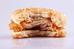 biten hamburgare Royaltyfri Foto