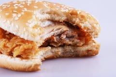 Biten hamburgare arkivfoto