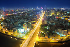 胡志明市在晚上 我们能看到从这里的Bitexco塔 免版税库存照片