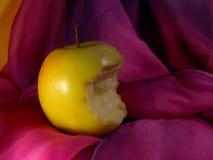 bitit äpple arkivbilder
