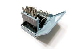 Bits e torneiras de broca em uma caixa do metal imagem de stock