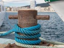 Bitt dans le port, Palamos, Costa Brava, Espagne Photos stock