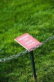 Bitte gehen Sie nicht auf das Gras Lizenzfreies Stockbild