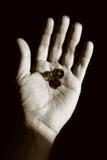Bitten der Hand mit einigen Münzen Lizenzfreie Stockfotografie