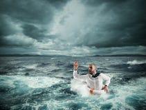 Bitten Sie um Hilfe während des Sturms lizenzfreie stockfotos