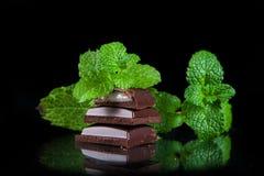 Bitter choklad med mintkaramellfyllning Fotografering för Bildbyråer