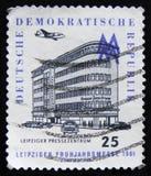 Biulding concentrare della stampa di Lipsia di manifestazioni del francobollo della RDT Germania, circa 1961 Fotografia Stock