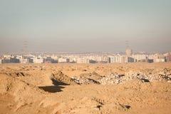Biuldings blancs visualisés d'un désert Images stock