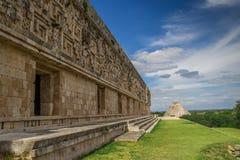 Biuldingsdetails en tempel pyradmie in Uxmal - Oude Maya Architecture Archeological Site in Yucatan me Stock Fotografie
