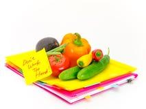 Biur warzywa i dokumenty; Don ` t praca Zbyt Mocno Zdjęcia Royalty Free