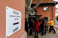 Biura de głosowanie głosuje sekci Francja queu Zdjęcia Royalty Free