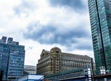 Biura w pieniężnym centrum Canary Wharf przy Kanada kwadratem: HSBC, CITI, JP Morgan, KPMG i Barclays budynki, obrazy royalty free