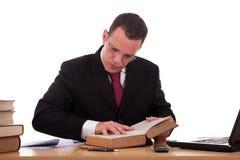 biurka mężczyzna czytelniczy studiowanie Obrazy Royalty Free