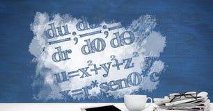 Biurka przedpole z blackboard grafika matematyk równania obrazy royalty free