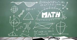 Biurka przedpole z blackboard grafika matematyka diagramy fotografia stock