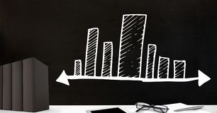 Biurka przedpole z blackboard grafika prętowych map stopniowy rozciąganie zdjęcie stock