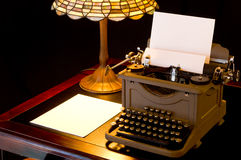 biurko jest pisarz. Zdjęcia Stock