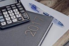2017 biurko kalendarz, kalkulator i Zdjęcia Royalty Free