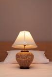 Biurko lampa z łóżkiem Zdjęcia Royalty Free