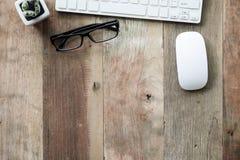 Biurko praca z komputerową klawiaturą, szkła Fotografia Royalty Free