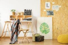 Biurko w upcycled pokoju obrazy stock