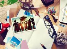 Biurko z lato notatnikiem i fotografiami fotografia royalty free