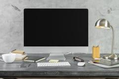Biurko z pustym komputeru osobistego monitoru przodem obraz royalty free