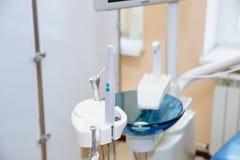biuro dentystycznego Wyposażenie dentysta, narzędzia, medyczni instrumenty jabłczana pojęcia zdrowie miara taśmy Zdjęcia Stock