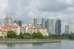 Biuro, kondominia i rzeka, obrazy royalty free