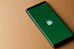 Biuro przoduje zastosowanie na smartphone ekranie zdjęcia stock
