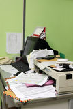 Biuro upaćkany stół Fotografia Stock