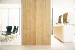 Biuro z pustą drewnianą ścianą royalty ilustracja