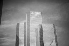 Biurowa drapacza chmur budynku suma z szklanymi okno fa i stalą Zdjęcie Stock