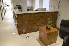 Biurowa frontowego biurka gościa poczekalnia Obrazy Stock