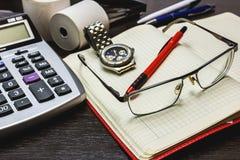 Biurowa praca, czas kierować finanse i rozważać zdjęcia stock