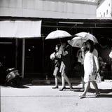 Biurowe damy chodzi pracować w Bangkok Zdjęcia Stock