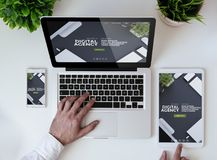 biurowego tabletop chłodno wyczulona cyfrowa agencyjna strona internetowa Zdjęcie Royalty Free