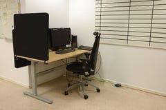 Biurowi biurka I krzesła Zdjęcia Stock