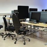 Biurowi biurka I krzesła Zdjęcia Royalty Free