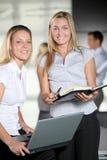 biurowi uśmiechnięci pracownicy Zdjęcie Royalty Free