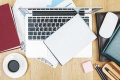 Biurowy biurko z pustym notepad zdjęcie royalty free