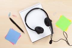 Biurowy biurko z słuchawki i dostawami Obrazy Royalty Free