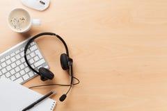 Biurowy biurko z słuchawki i komputerem osobistym Zdjęcie Stock
