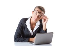 Biurowy kierownik pisać na maszynie na laptopie odizolowywającym na bielu Obraz Royalty Free