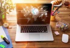 Biurowy miejsce pracy z laptopem obrazy royalty free