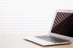 Biurowy miejsce pracy z laptopem Fotografia Royalty Free