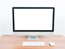 Biurowy monitoru komputer, mysz na drewnianym stole Obrazy Stock