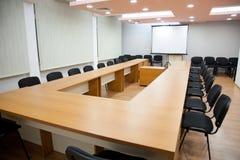 Biurowy pokój konferencyjny z deską Zdjęcia Royalty Free