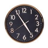 Biurowy round zegar pokazuje prawie pięć godzin Obrazy Stock