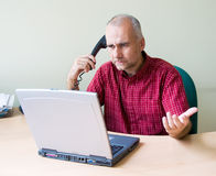 biurowy telefonu pracownik obrazy stock